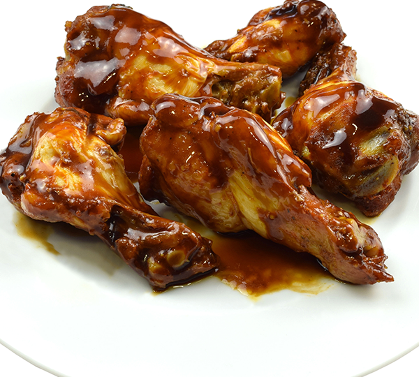 Aletes de pollastre barbacoa-Tapa d'aletes de pollastre amb salsa barbacoa.