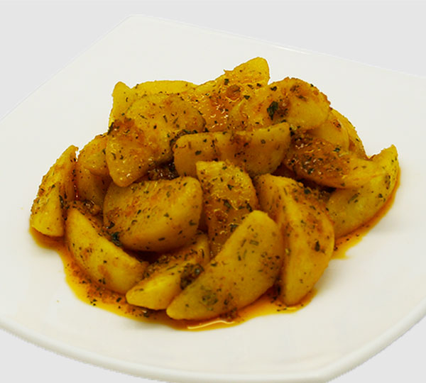 Patates braves picants-Patates picants amanides amb all, pebre negre i herbes aromàtiques.