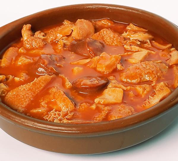 Callos casolans de vedella-Tripa de vedella en salsa amb xoriço i espècies.