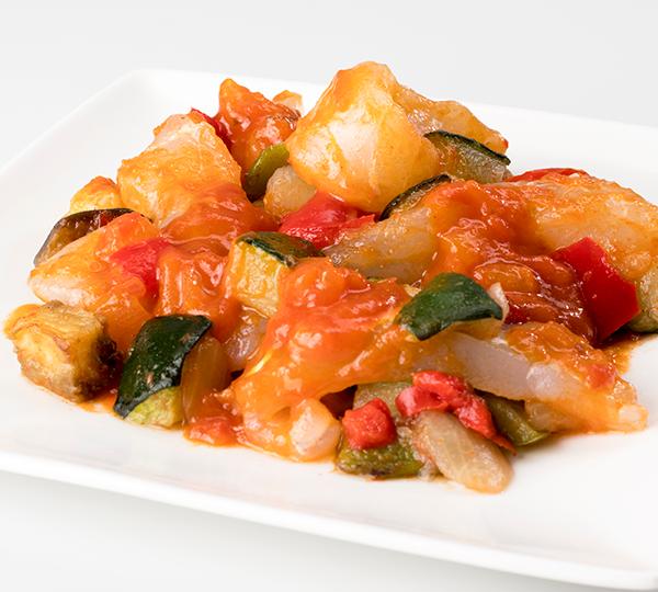Bacallà amb samfaina-Llom de bacallà amb samfaina de verdures.