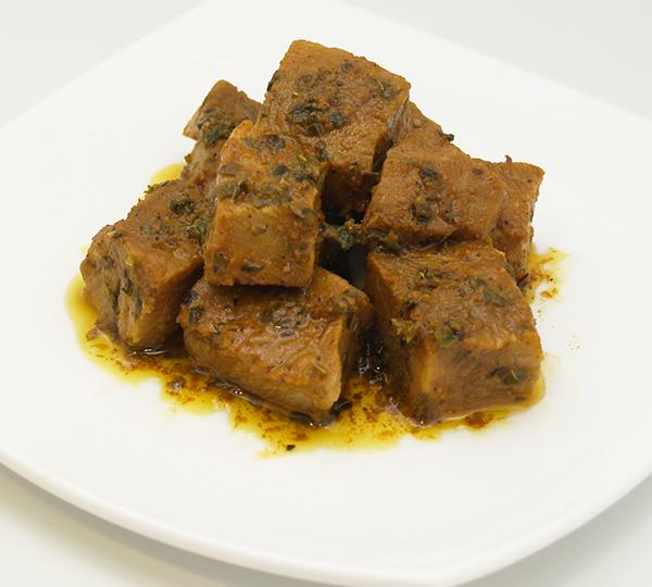 Pinxos moruns-Carn de porc estofada amb all, herbes aromàtiques i espècies.
